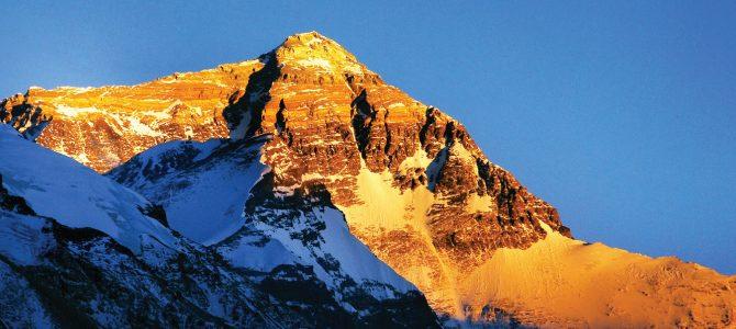 人类首次登顶珠穆朗玛峰纪念,每一个人都可能成为传奇