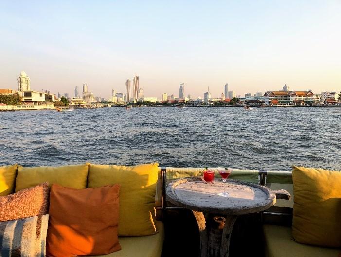 2019曼谷新玩法打卡:湄南河上看落日,享受香槟和泰国传统美食—东北料理